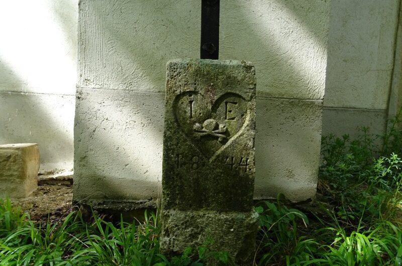 Alter Grabstein